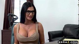 سكس المحامية اللبوة مع زميلها في مكتب المحاماة الجنس العربي القذر